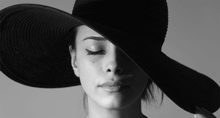 сделать фото черно белой бесплатно